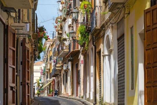 منازل داخل قرية إيطالية تُباع مُقابل يورو واحد