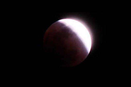 خسوف للقمر الجمعة المقبلة وكسوف للشمس بعد 3 أسابيع