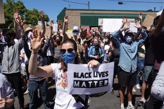 واشنطن تشهد أكبر مظاهرة في تاريخها احتجاجًا على مقتل فلويد
