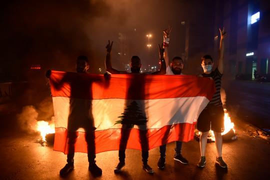 المظاهرات تتجدد في مدن لبنانية لليوم الثالث على التوالي