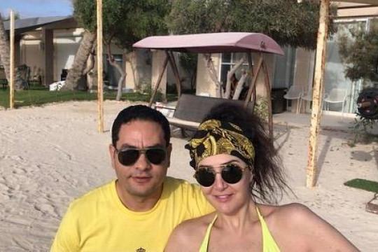 غادة عبد الرازق وزوجها الـ12 في شهر العسل - صور