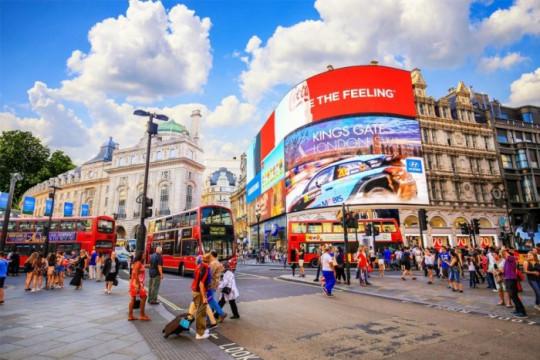 متاجر التجزئة في بريطانيا تفتح أبوابها منتصف الشهر المقبل
