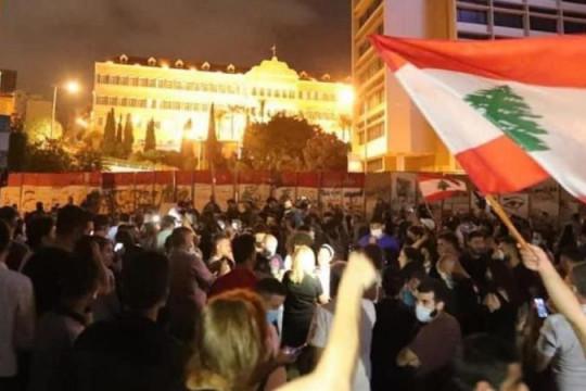تجدد الاشتباكات بين متظاهرين ورجال الشرطة اللبنانية