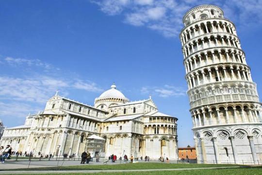 إيطاليا تعيد فتح برج بيزا المائل الشهير أمام الزوار