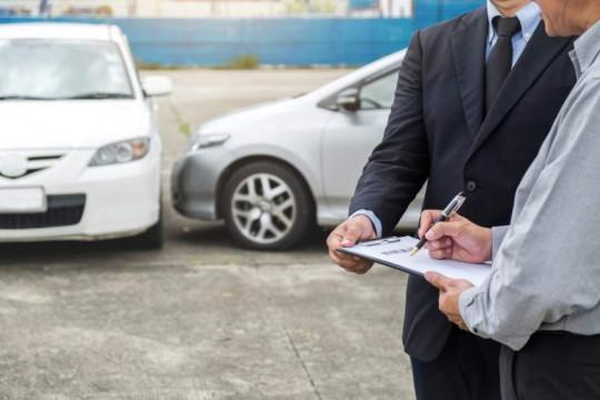 شركات التأمين تغطي حوداث السيارات خلال سريان قانون الدفاع