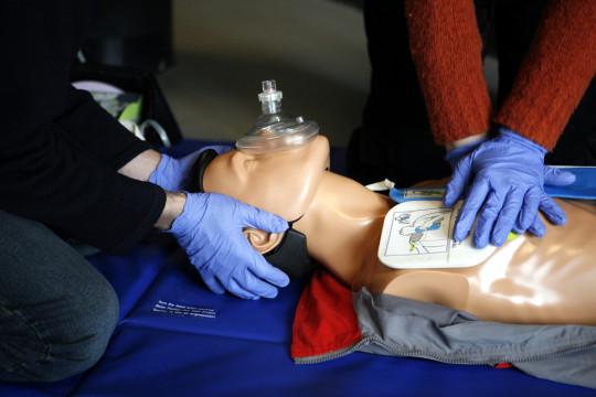 كيف نتعامل مع الحوادث، وكيف نُجري عملية الإنعاش؟ - فيديو