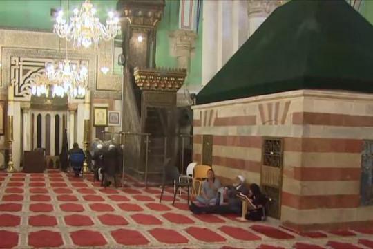 الاحتلال يمنع المصلين للوصول إلى الحرم الإبراهيمي