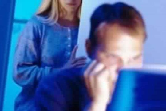هل تقتصر الخيانة على العلاقات الزوجية؟ - فيديو