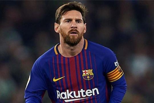 مدرب برشلونة يكشف حالة ميسي بعد إصابته