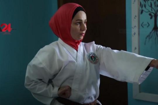 جائحة كورونا لم تقف عائقاً أمام لاعبة كاراتية في غزة
