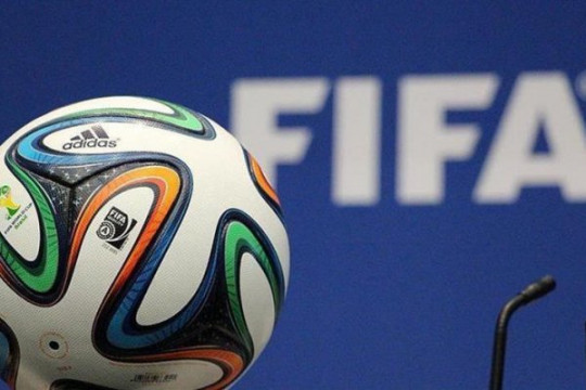 الفيفا: السماح لكُل فريق بخمسة تبديلات بشكلٍ مؤقت