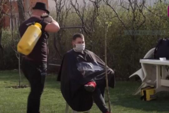 معاناة الرجال مع الحلاقة في ظل أزمة فيروس كورونا