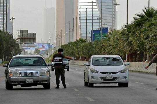 السعودية: إلغاء حظر التجول وتعليق العمرة والزيارة والرحلات الدولية