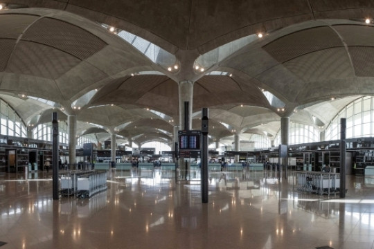 جابر: لن يُعاد فتح مطار الملكة علياء قبل الأول من تموز