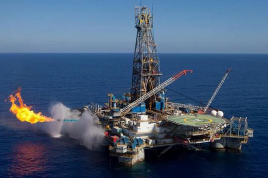 مصر توقع 12 اتفاقية مع شركات عالمية للتنقيب عن البترول