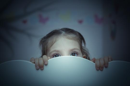 قلة النوم تُقلل إفراز هرمون النمو لدى الأطفال - فيديو