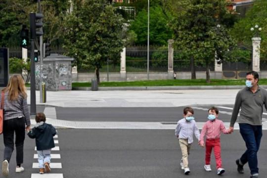 اخصائية ضبط عدوى: من المُمكن خروج الأطفال لأماكن غير مُغلقة ومُزدحمة