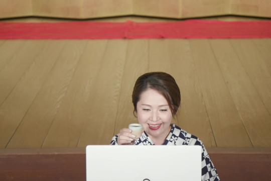 الوباء يدفع حسناوات الغيشا في اليابان إلى العالم الافتراضي