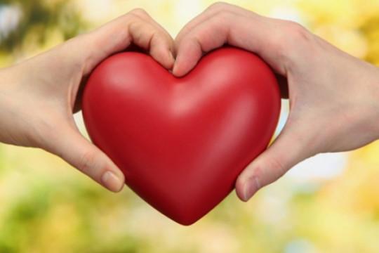 لماذا نبخل بمشاعرنا على من نحب؟ (فيديو)