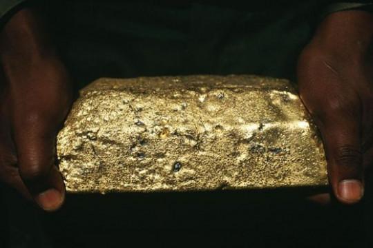 فيروس كورونا يُعطل العمل في أكبر منجمٍ للذهب في العالم