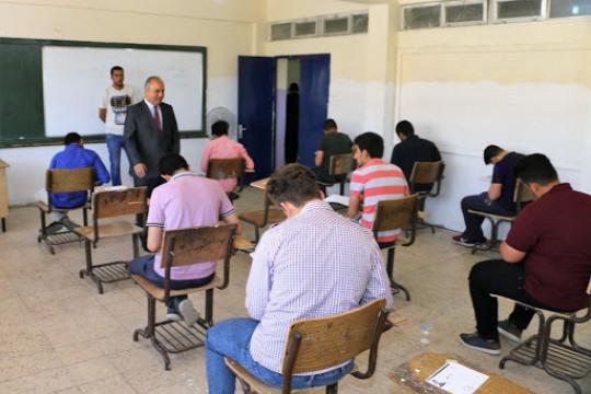 غرف منفصلة للطلاب الذين تظهر عليهم ارتفاع في درجات الحرارة لتقديم امتحانات التوجيهي فيها