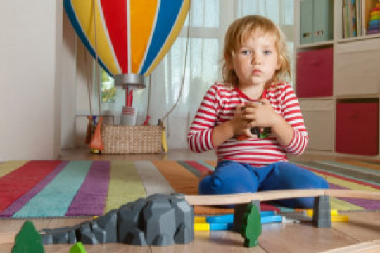 اخصائي تربوي: عدم إدراك الطفل لأساسيات الحياة، تجعل منه طفلًا أنانيًا - فيديو