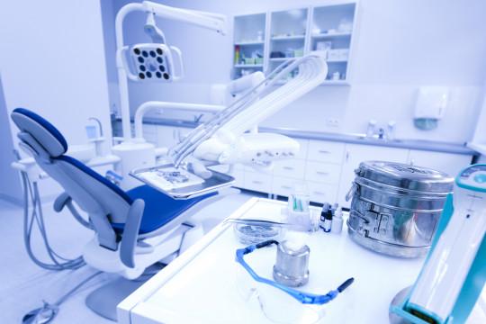 ما الإجراءات الواجب إتباعها لدى زيارتنا طبيب الأسنان في زمن الكورونا؟ - فيديو
